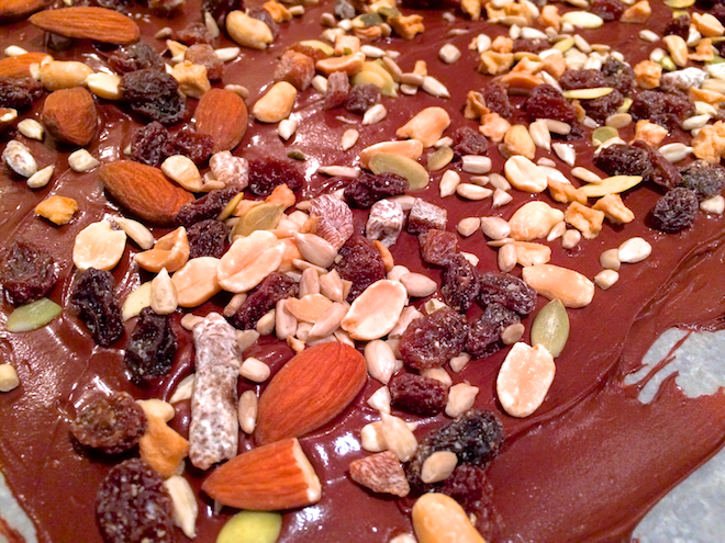 Super Easy Holiday Bark With Trail Mix | RachaelRoehmholdt.com