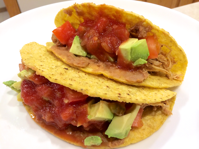 Super Easy Crockpot Chicken Tacos | RachaelRoehmholdt.com
